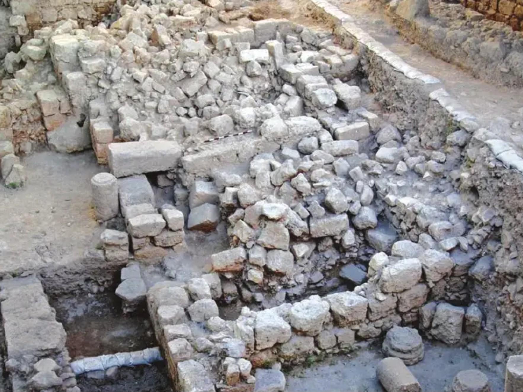 Collapse Rubble in Givati Site in City of David Cyril Quake